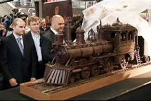 Thursday, November 22, 2012 Longest chocolate structure: Chocolate train sets world record   BRUSSELS, Belgium -- The 2,755-pound chocolate sculpture, by Maltese chocolate artist Andrew Farrugia, on display at Brussels South station, measures about 112 feet 112 long and weighs 1,250kg ( almost three thousand pounds) - setting the new world record for the Largest chocolate sculpture, according to the World Record Academy: www.worldrecordacademy.com/.