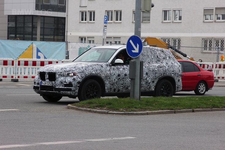 The 2018 BMW X7 was spotted in Munich - http://www.bmwblog.com/2017/03/30/2018-bmw-x7-spotted-munich/