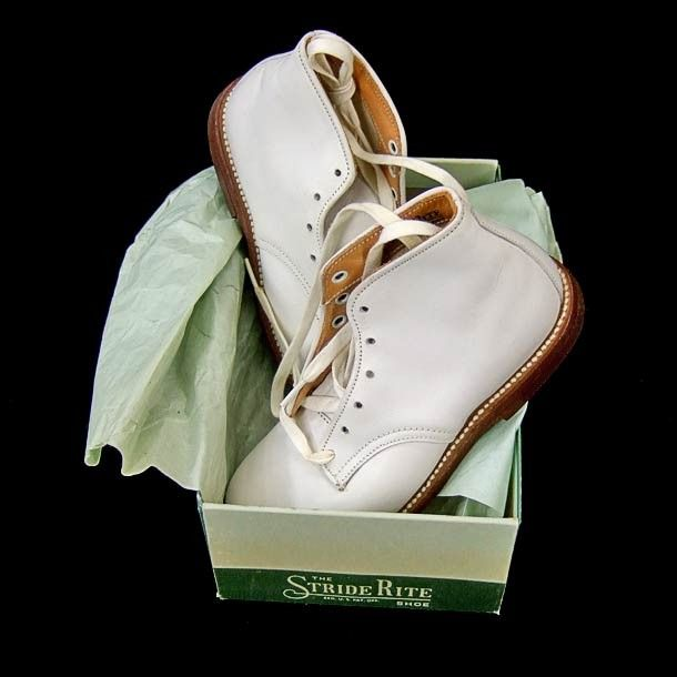 White Leather Lace-Up Baby Walking shoes 1950's -1980's.