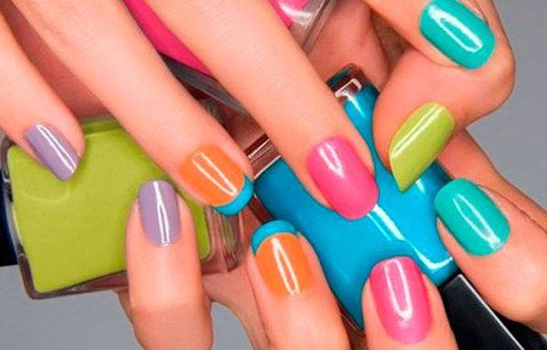 Uñas decoradas con esmalte, uñas decoradas con esmalte sencillas.   #uñasdecolores #corunhas #uñaselegantes