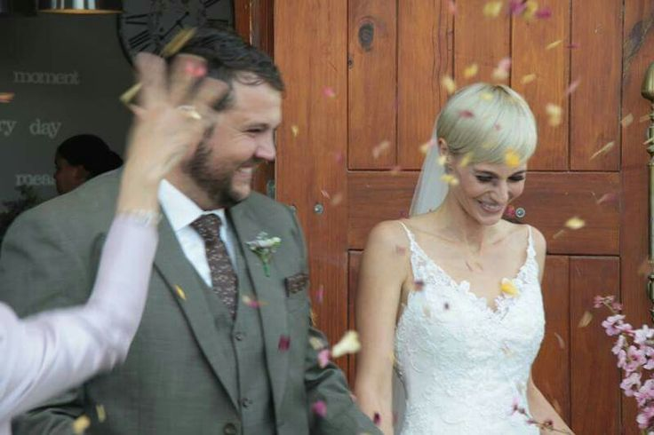 A happy couple just become Mnr. And Mrs van Deventer
