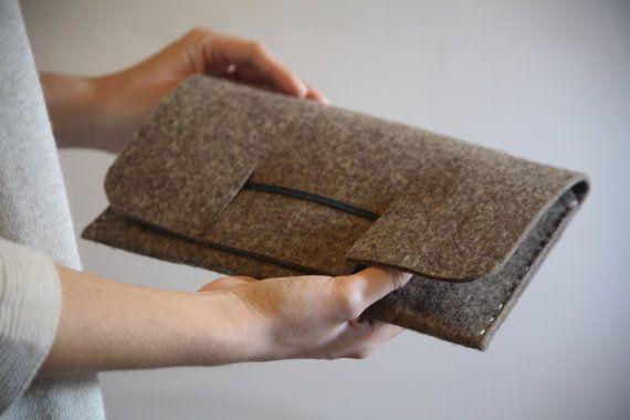 Handmade minimalist felt clutch bag by Design02 on Etsy