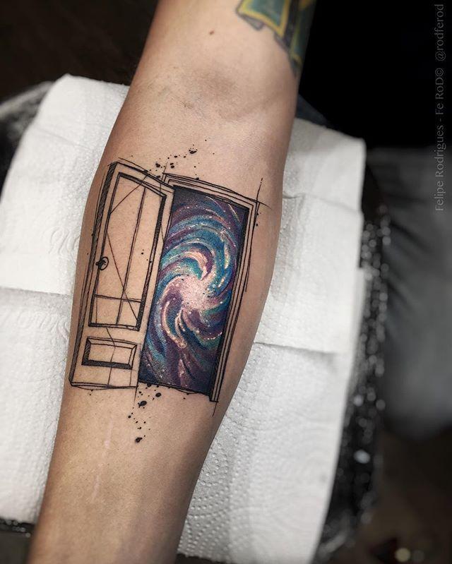 """-""""Porta para o tudo"""". -Criações, Orçamentos e agendamentos somente pessoalmente e com hora marcada . -Contato :(11) 3044-0442 -Mail : tattooyou@tattooyou.com.br  Faz uma visita lá! Se localiza na Avenida Doutor Cardoso de Melo Número 320. Vila olímpia -  SP  Studio TattooYou. . #the_inkmasters #tattoodo #tattooistartmagazine  #savemyink #artcollective  #thebesttattooartists #tattoo2me #blacktattoo  #tattrx  #inkedmag #equilattera #tatser #tatserapp #tattoaria  #conceptualmod..."""