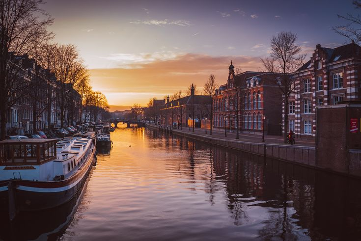 The staff of the London-based EMA will move to the Dutch city of Amsterdam after Brexit, following a coin toss. Chance also decided the new home of the European Banking Authority: Paris.