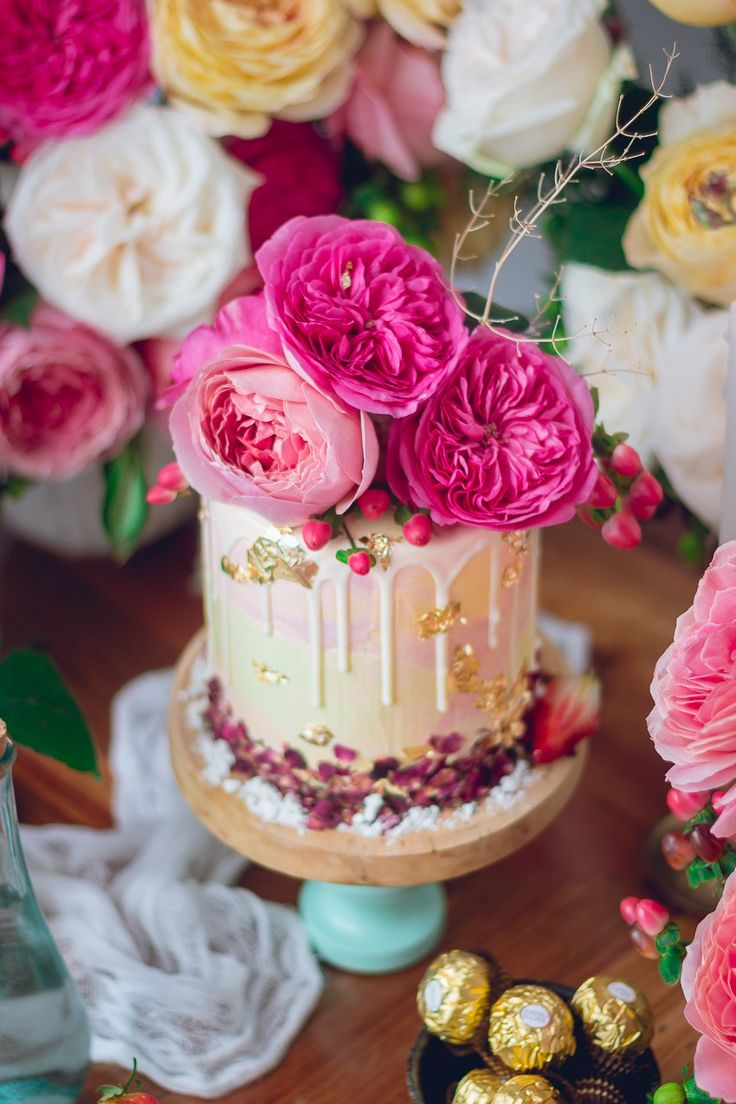 Pastel de Rosas / Rose cake with strawberry jam and french buttercream | Historias del Ciervo | Food Photography | David Austin Rose