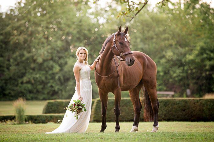 Eine #Braut und ihr Pferd | #Hochzeitsfotografie | #Fotograf: Birgit Stummer Photography