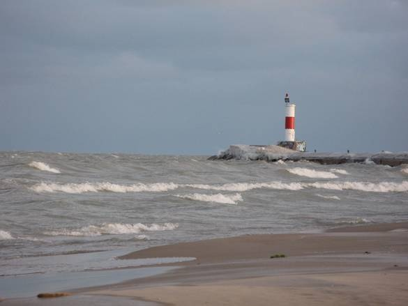 lighthouse at lake michigan s waukegan beach places i have lived rh pinterest com