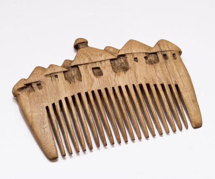 Pieptene din lemn - sat (33 LEI la art3lier.breslo.ro)