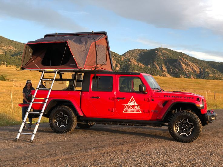 Jeep Gladiator with rooftop tent. in 2020 Jeep gladiator