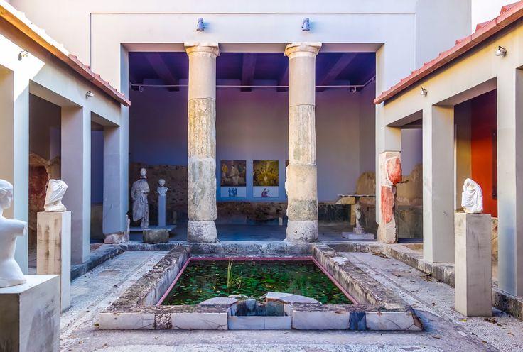 Die Casa Romana ist eine Villa aus der römischen Zeit. Das Gebäude wurde mit vielen Fresken und Mosaiken verziert. Öffnungszeiten 2016 -- täglich von 8 Uhr –...
