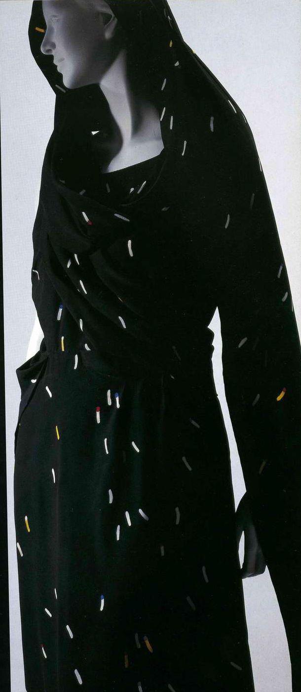 Вечернее платье. Эльза Скиапарелли, 1935. Черный шелк с набивным рисунком.