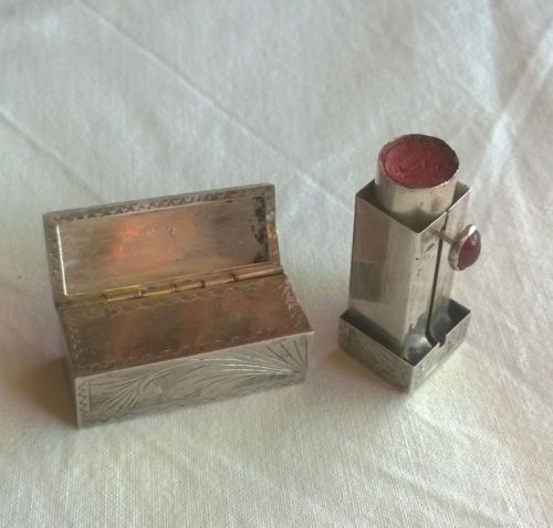 Sterling-Silver-LIPSTICK-BOX-with-a-small-flipping-mirror-and-a-stone