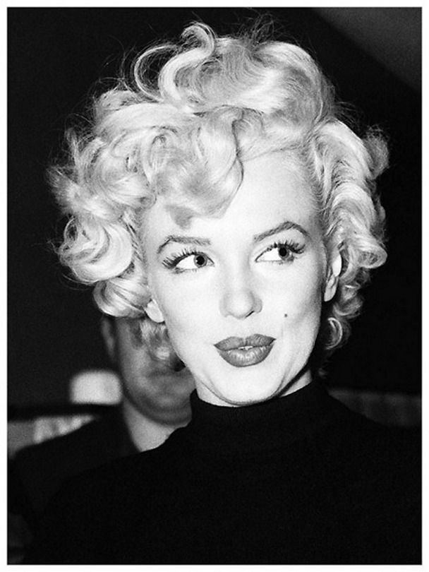 Photos of Marilyn Monroe Being Totally Cool - Love the hair and the smile, both cool.