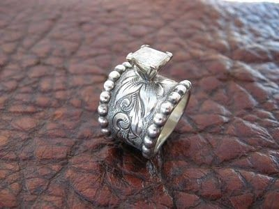 Western wedding ring.. LOVE This!!! Someone needs to keep this in mind to tell who ever I marry!! I would rather have a cool band like this with the rock then an exspensive rock and an ugly plain band