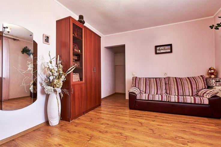 Дома / Дома с участком, Краснодар, Дзержинского, 16 900 000 http://krasnodar-invest.ru/doma/doma/realty248308.html  2-этажный жилой коттедж 328\152\20 на 8сот.  в самом прогрессивно развивающемся и востребованном районе ЭНКА! Все центральные коммуникации! Грамотная продуманная планировка создаёт комфорт и удобство для проживания.На первом этаже большой холл, гостиная с действующим камином, большая кухня столовая,гостевая спальня,большой с/у, выход в гараж на 2 машины. Из холла очень…