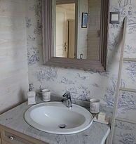 La salle de bains vintage avec une douche XXL