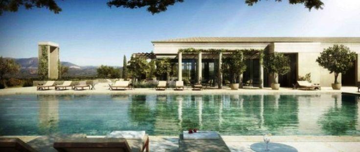 Την προηγούμενη εβδομάδα, το περιοδικό Conde Nast Traveller ανακήρυξε το ξενοδοχείο Amanzoe στο Πόρτο Χέλι το 11ο καλύτερο ξενοδοχείο στον κόσμο και το 2ο καλύτερο στην Ευρώπη. Με αφορμή αυτή την βράβευση γράφω για την πρόσφατη εμπειρία μου εδώ