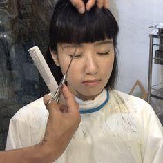 いいね!148件、コメント1件 ― @furusatoosamuのInstagramアカウント: 「前髪を少しギザギザに切るだけで、、、イイ感じ…動いた時良い表情が出るヨ!イメージはゆで卵のギザギザ、、#ナチュラルコスメ #前髪カット #ボブ #ボブスタイル #黒髪 #…」