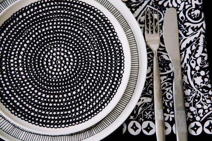 Pieni Kulkunen goes quite nicely with Oiva plates don't you think? //#marimekko #marimekkoaw15 by marimekkodesignhouse