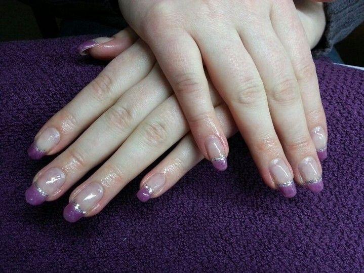 Violetit hopeilla koristuksilla