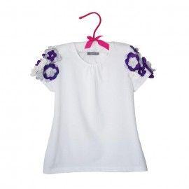 Tricou alb cu flori mov si albe pe maneci