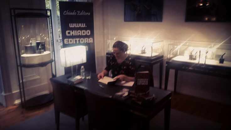 Preparation for the Signing Session of O Armazém e Outras Estórias/The Warehouse and Other Stories limited edition @ Boutique Montblanc, Lisbon, on Writer's Day. Intimate atmosphere on a beautiful, beautiful room. Loved the experience. Thank you! ♥ #oarmazemeoutrasestorias #montblanc #chiadoeditora