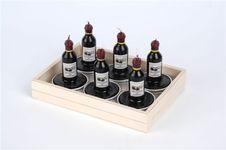 Bougies en forme de bouteille de vin - 6 petites bougies en forme de bouteille de Bordeaux. Pour tous les amoureux de vin ! L´étiquette montre le Château Duhart-Millon à Paulliac - bien sûr un Grand Cru Classé. Une fois la bougie est allumée La durée est env. 5 heures. Également disponibles individuellement.