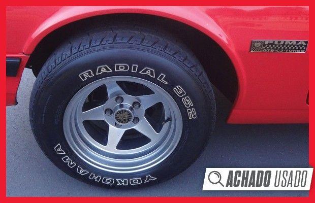 Rodas aro 15 contam com pneus Yokohama com inscrições (Foto: Reprodução)