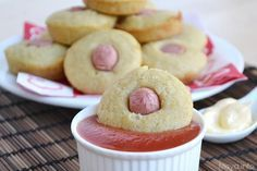 Questi corn dog muffin sono la versione in piccolo dei corn dogs che ho provato a realizzare un pò di tempo fa. In questa ricetta i