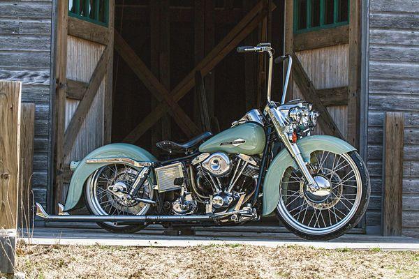 Custom 1975 Harley-Davidson FLH | Shovelheads Aren't Dead | Hot Bike