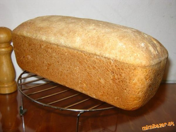 Základ receptu je podľa Schäru - Oscarove recepty (potato bread) :-) <br><br>- pripravím si kvások (...