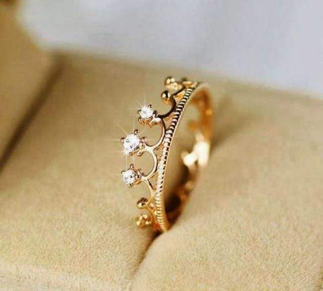 It's a crown.I love this rings diamond simple but beautiful ... | wed…