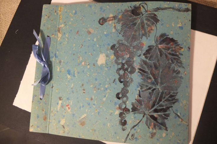 quaderno per le firme dipinto con pigmenti del vino