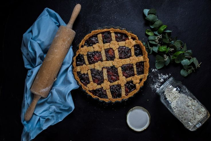Berries-Peach Pie with Basil and Cayenne Pepper