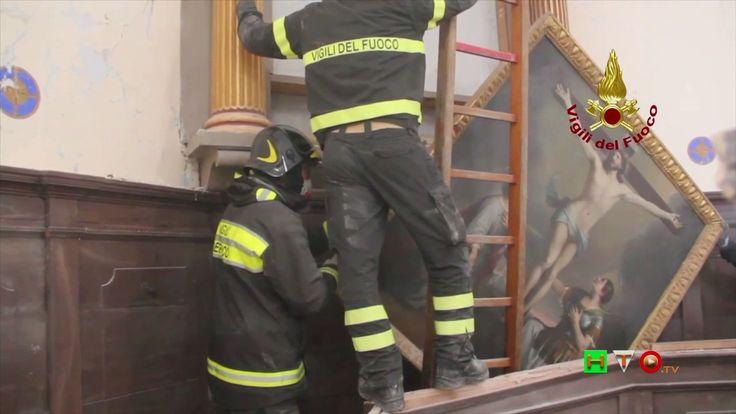 Vigili del Fuoco - Ussita - Recupero oggetti religiosi chiesa di S. Croc...