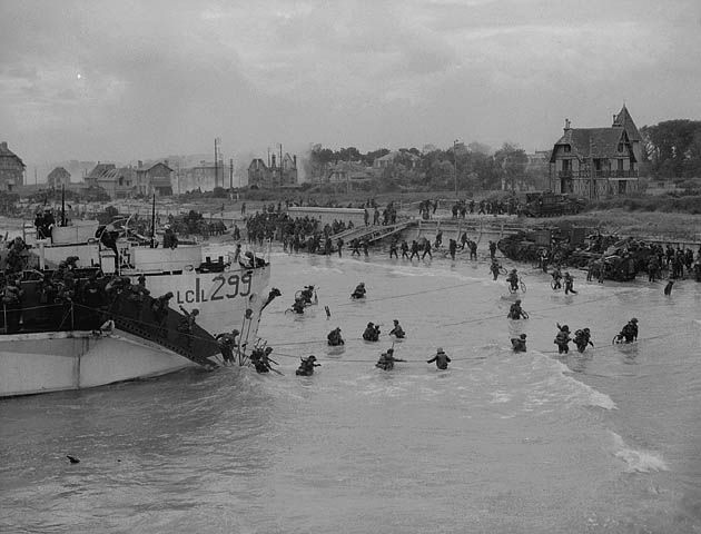 View looking east along 'Nan White' JUNO Beach, showing personnel of the 9th Canadian Infantry Brigade landing from LCI(L) 299 of the 2nd Canadian (262nd RN) Flotilla