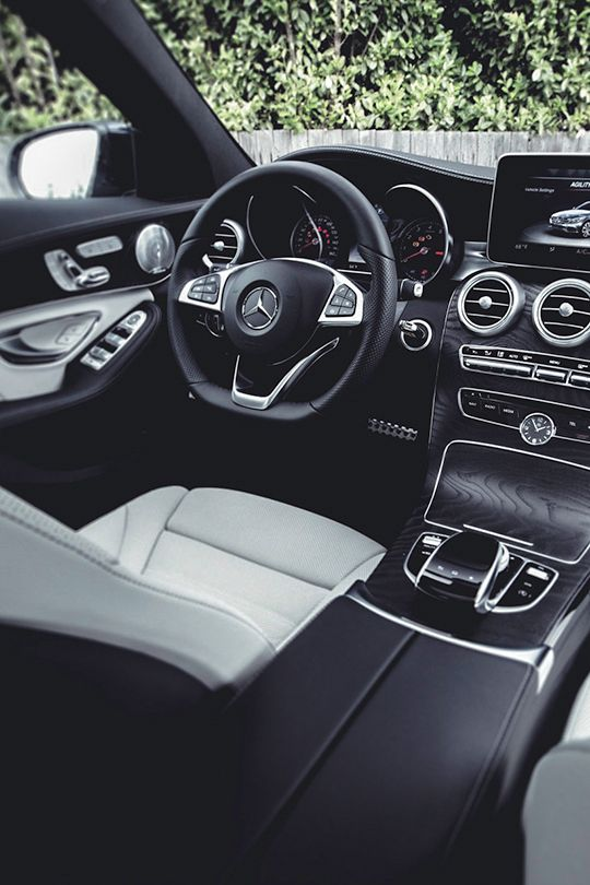 Mercedes-Benz C-Class                                                                                                                                              - white/black interior looks door! Oreo