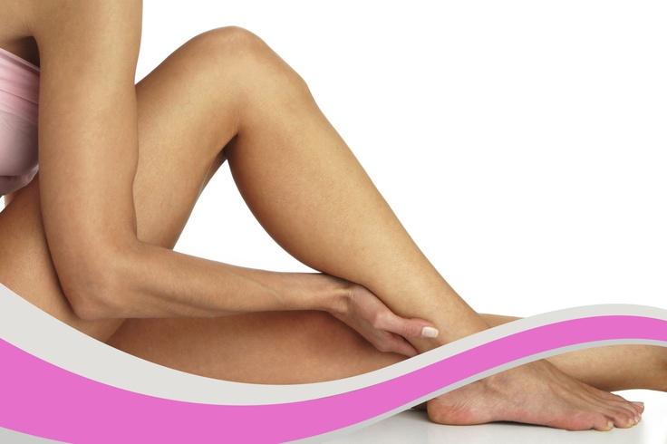 Las varices son trastornos circulatorios que afectan principalmente a las venas superficiales de las piernas. Las padecen 1 de cada 10 personas, sobre todo mujeres. Las causas pueden ser genéticas, hormonales, o también por otros factores influyentes como obesidad o embarazo. En nuestra Clínica podemos acabar con ellas.