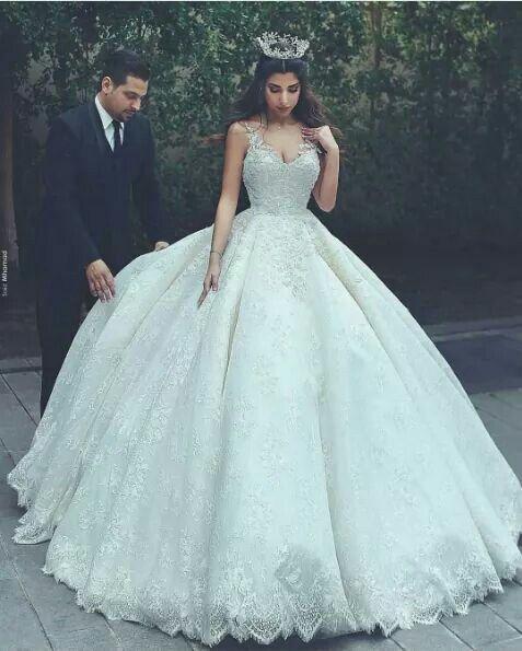 Weeding. Vestido de novia con corona