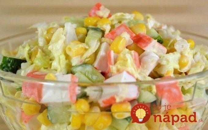 Jednoduché, rýchle a ľahké jedlo z obľúbených krabích tyčiniek, zeleniny a ľahkej jogurtovej zálievky.