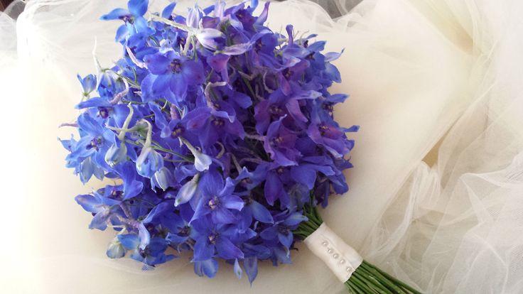 Bride's blue bouquet - wedding in blue  Bouquet da sposa di delphinium blu - matrimonio in blu