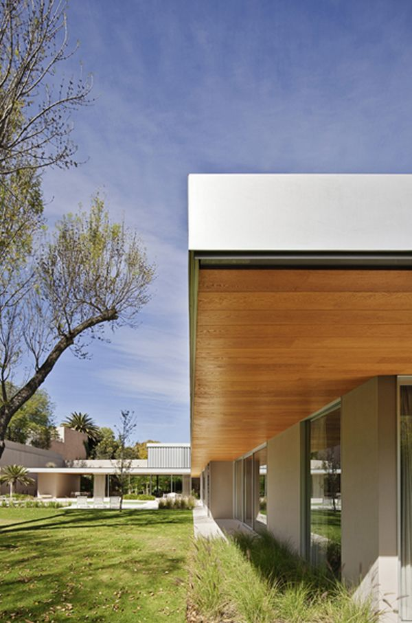 Transformation of modern dwelling in Mexico City: AA House