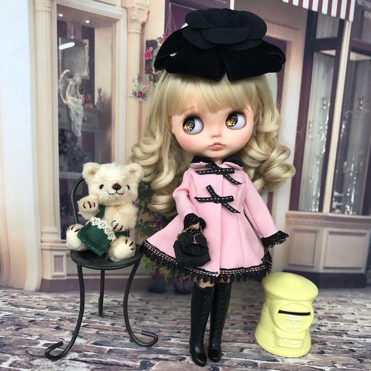 #blythedoll #ブライス #ミコリン #おめかしコーデ #ピンクコート後ろリボンが可愛い #頭飾りはママのお友達からのプレゼント #Foxey のコサージュ #ミコリンにって太っ腹 #アッコちゃんありがとう❤️大事にしますね✌️