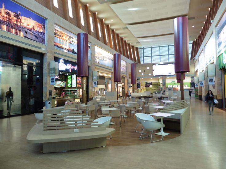"Foto restyling lounge area ""Gran Shopping Mongolfiera Molfetta"" Italy by Tecnostudio"