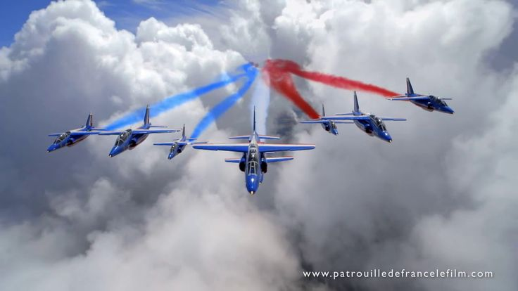 Three colors in the sky – The Patrouille de France, also known as Patrouille Acrobatique de France, is the outstanding precision aerobatic demonstration team of the French Air Force. https://wunderflug.com/magazine/three-colors-in-the-sky-the-patrouille-de-france-at-its-best/