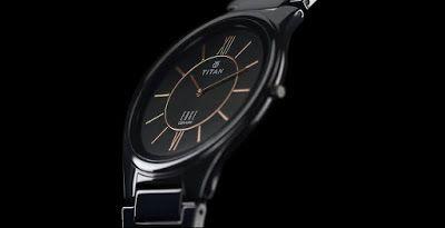 Sự kết hợp cùng với những trang phục khác cũng là một cách mà đồng hồ Titan Edge hướng đến người dùng với nét thanh lịch nhưng cũng không kém phần năng động và thoai mái. Bạn có thể lựa chọn những bộ vest thời trang hay những trang phục cổ điển, sẽ đặc biệt phù hợp khi mặc cùng chiếc đồng hồ Titan Edge.