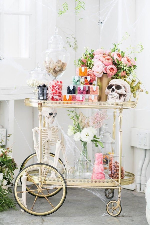 The Perfect Halloween Candy Cart! Halloween entertaining // Halloween Party Ideas //