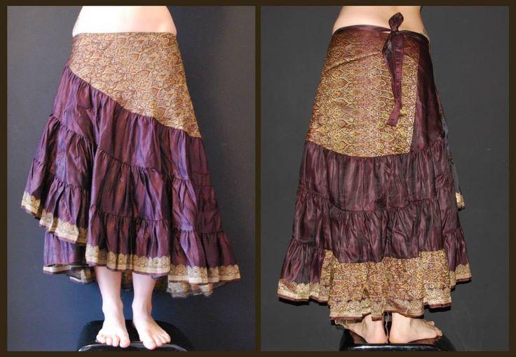 Falda hecha a mano de seda de Sari, con volantes. Falda abierta, atada a un lateral, muy ajustable.  Skirt Handmade Silk Sari, ruffled skirt.  More info: manekinekomarket@gmail.com Facebook & Etsy: Maneki Neko Market