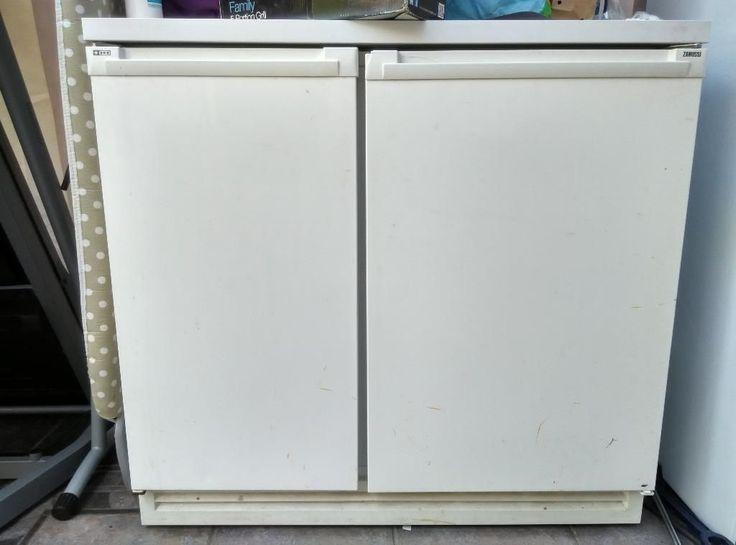 Zanussi under counter fridge freezer (70 30) 90 cm wide Zanussi under counter fridge freezer, 90 cm wide. Perfectly working condition. Few cosmetic scratches