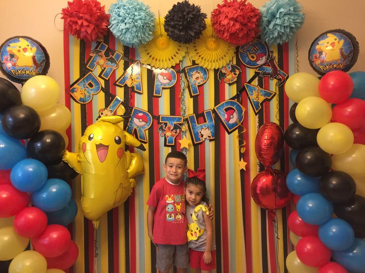 Pokémon Birthday party theme. Pokémon background Pokémon party birthday party Pokémon balloons . Balloon columns. Pikachu balloons . Tissue pom poms Pokémon banner DIY Pokémon party decor 6th birthday boy red yellow blue black DIY PARTY DECOR POKÉMON